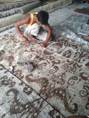 image-of-tamarian-rug-being-made-in-nepal